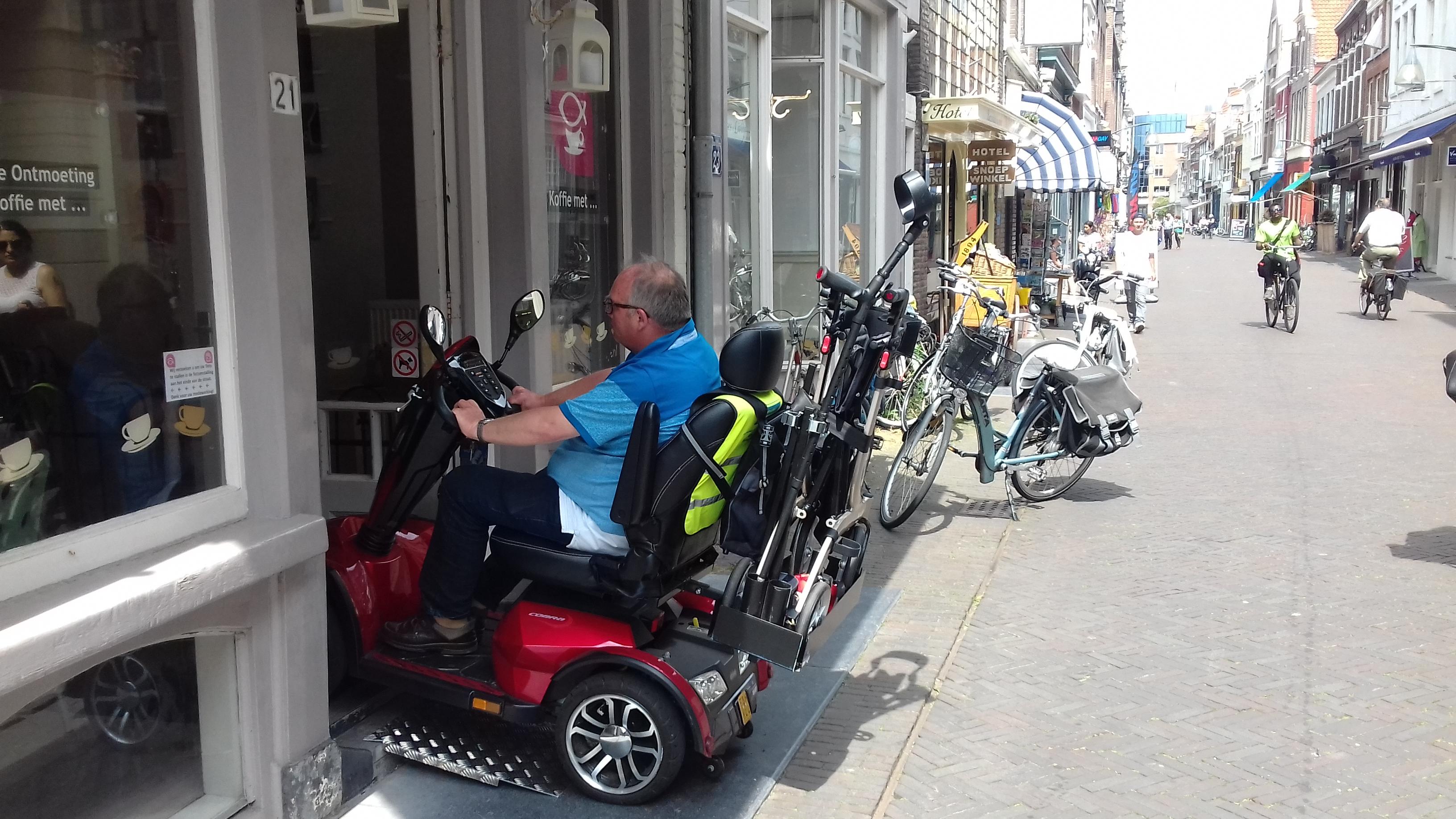 De ontmoeting is rolstoel-toegankelijk